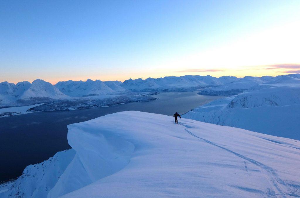 Udsigt til fjeld og fjord. Tromsø. Foto: Mads Peter Skovbjerg Fogh.
