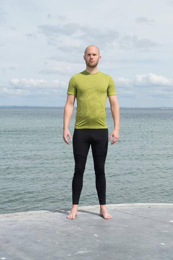 Et par lange underbukser i uld og en uld-T-shirt er et godt valg som inderste lag.