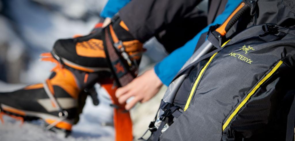 På med alpinstøvler, steieisen og klatresele og eventyret kan begynde!