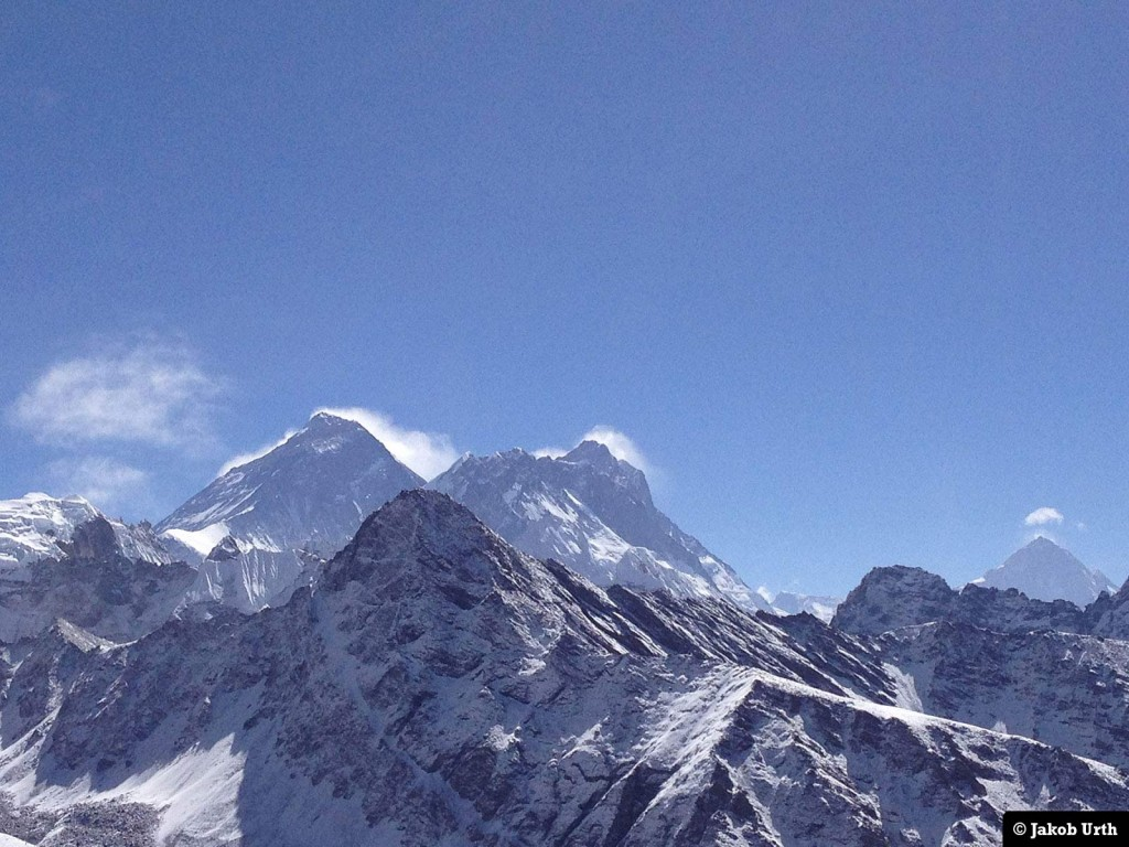 Udsigt fra Gokyo Ri (5357m). Fra venstre: Everest (8848m), Lhotse (8516m) og Makalu (8463m). Foto: Jakob Urth.
