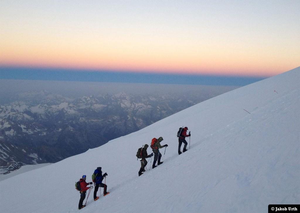 Topforsøget er i gang! Ca. 4900m. Foto: Jakob Urth.