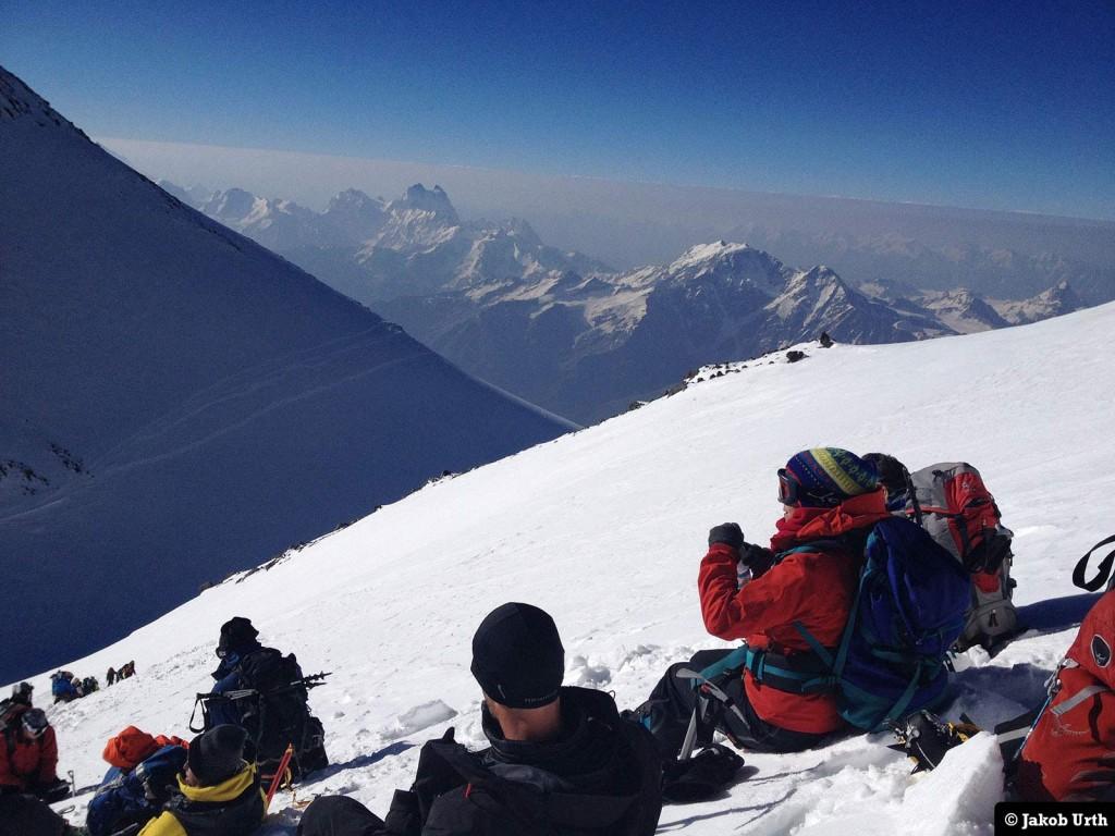 Pause på vej mod toppen. Foto: Jakob Urth.
