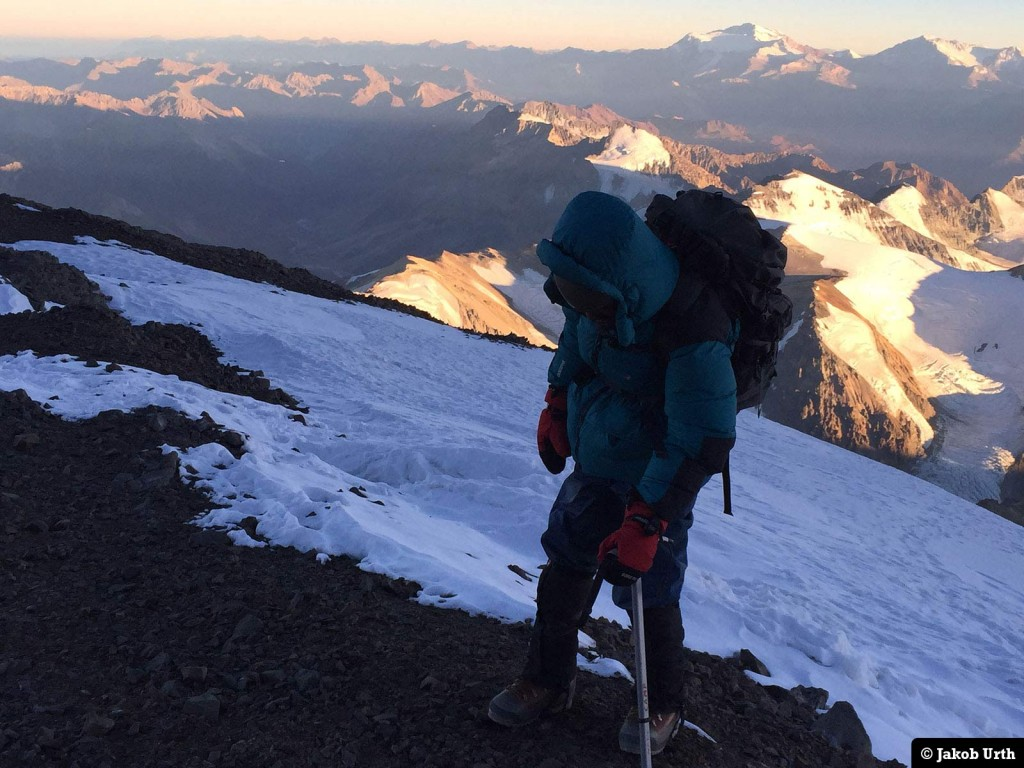 En af Jakobs klienter i ca. 6500 meters høje- under topforsøget på Aconcagua (6962m). Foto: Jakob Urth.
