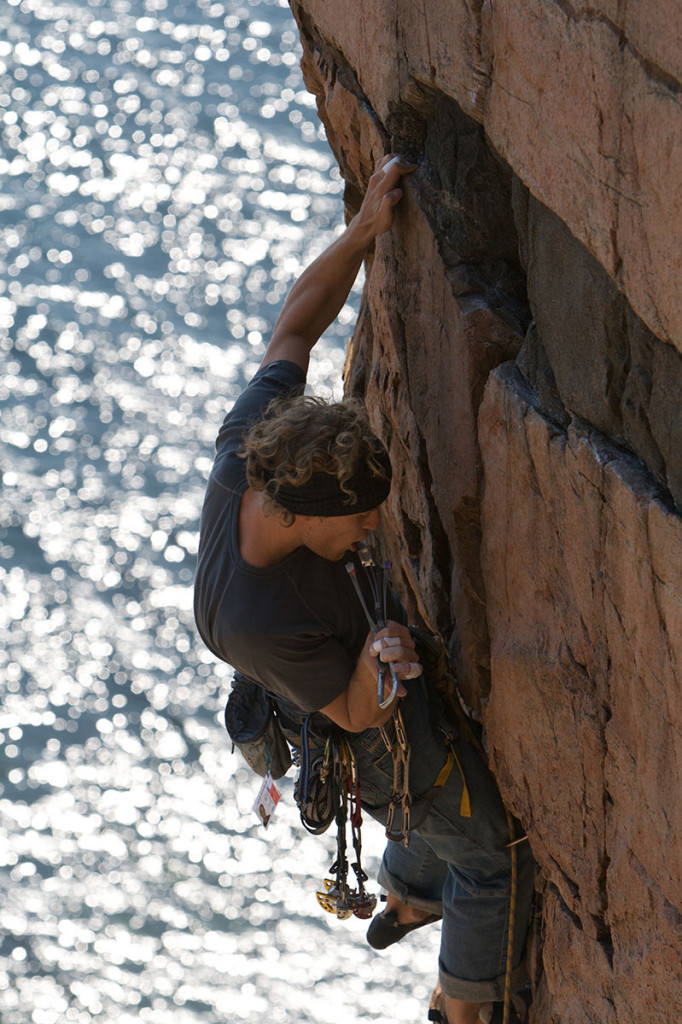 Traditionel klatring på Kullen med klatresele