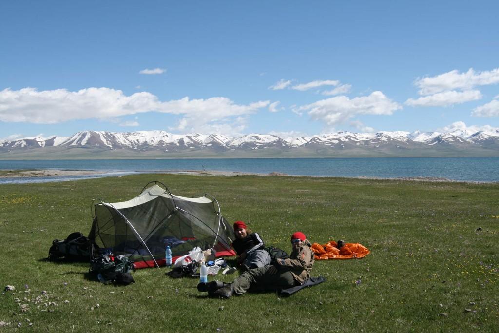 Godt vejr på tur i Kirgisistan! En tidligere generation af MSRs Mutha Hubba uden oversejl. Foto: Frank Wiwe.