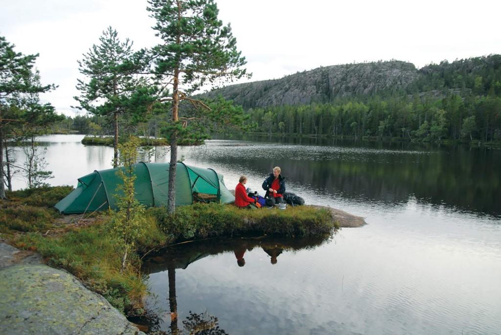 Hilleberg Kaitum 3GT på en idyllisk teltplads i Sverige.