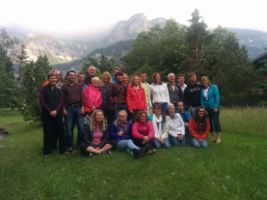 Billede af hele GORE-TEX-holdet før bestigningen af Balmhorn. Foto: Lars Mackenhauer.