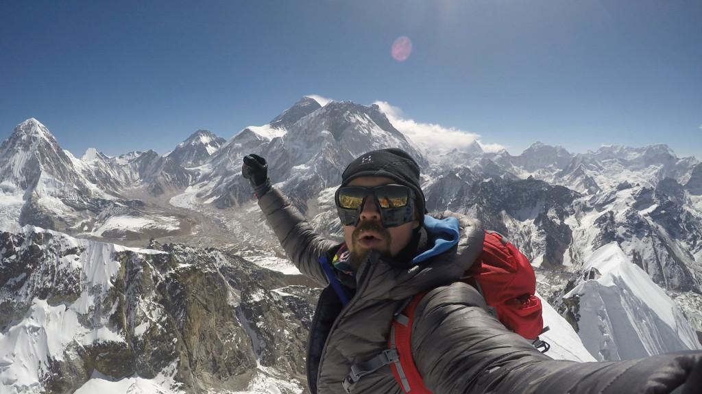Rasmus på toppen af Lobuche East. Foto: Rasmus Kragh.
