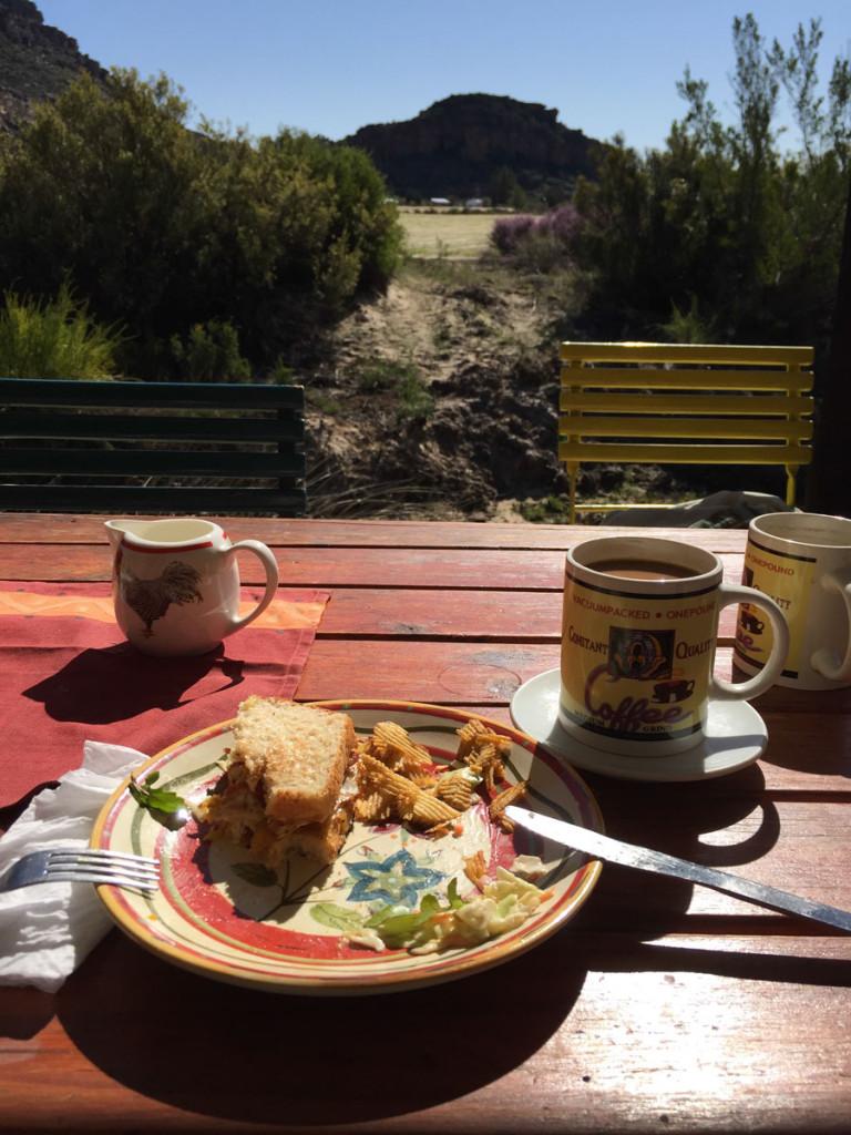 Kaffe, sol og sandwich. Sådan starter man en god dag i Rocklands - med et besøg i Hen House.