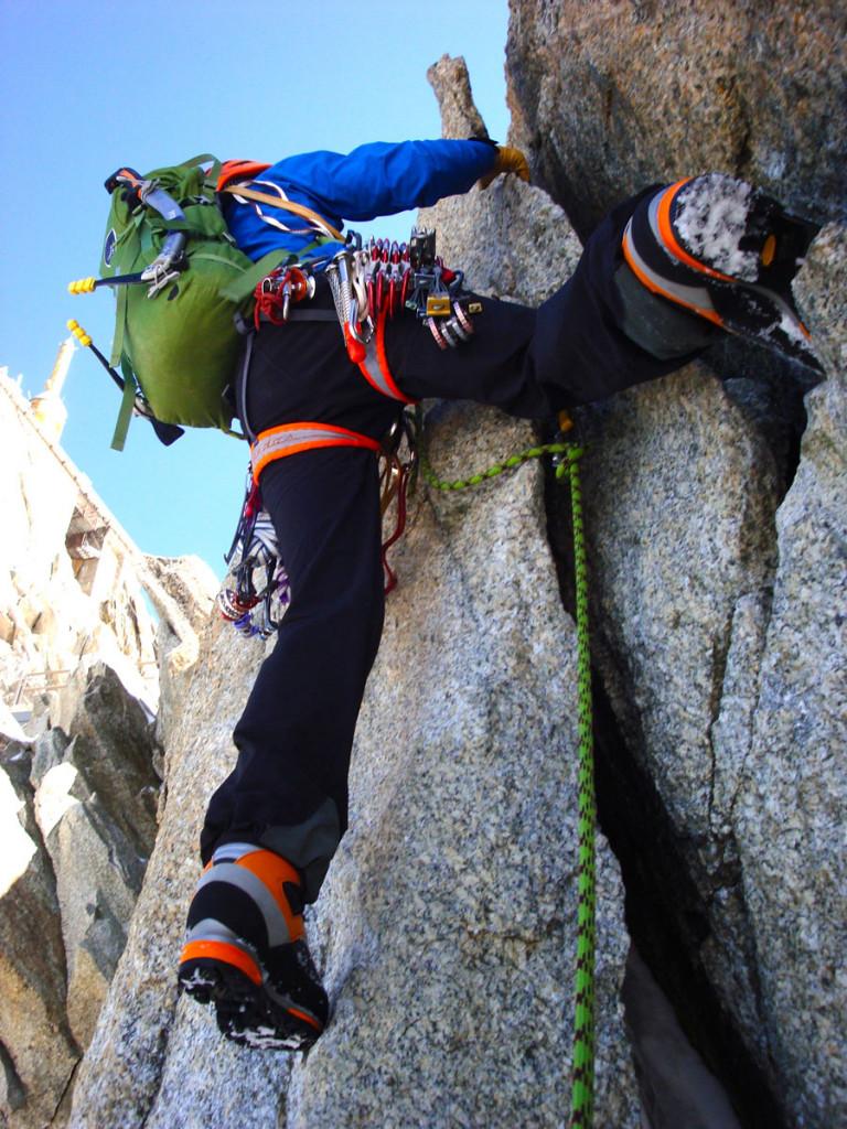Til alpinklatring er en let, simpel sele et oplagt valg. Her er vi med Jesper Helbo Knudsen i Chamonix. Foto: Jesper Helbo Knudsen.