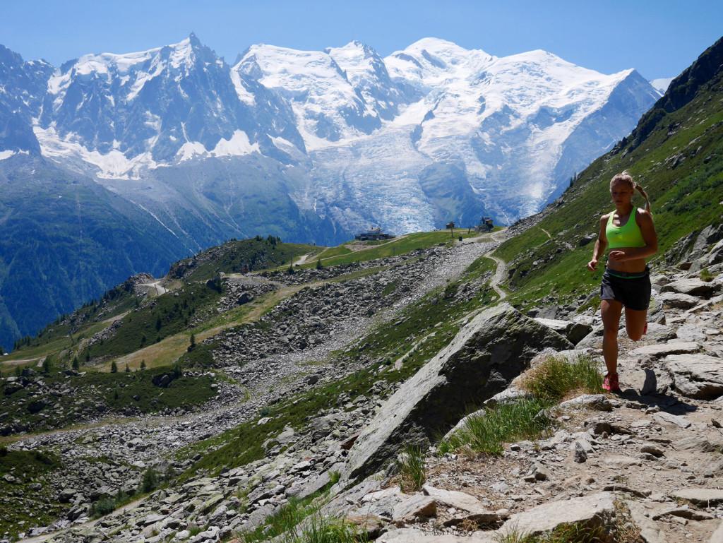 Dana Berg Pagers i fuld fart på stierne omkring Chamonix på en varm dag. Foto: Jesper Helbo Knudsen.