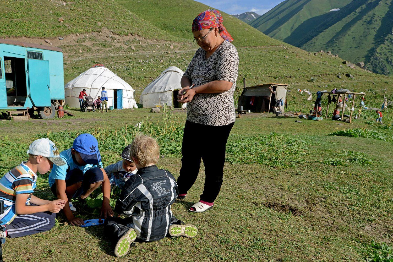 66 20.57 Kirgisistan bygger lego