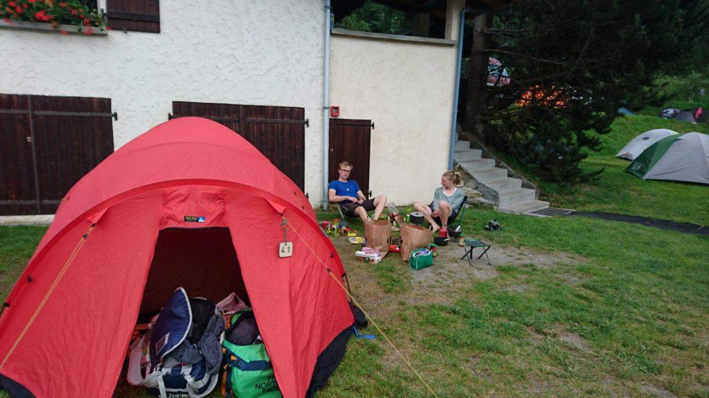 Teltplads på campin Les Arolles i Chamonix. Foto: Mathias Pape.