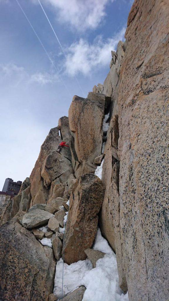 Emil fører an på et af de sidste stykker med klatring op mod liftstationen. Foto: Mathias Pape.