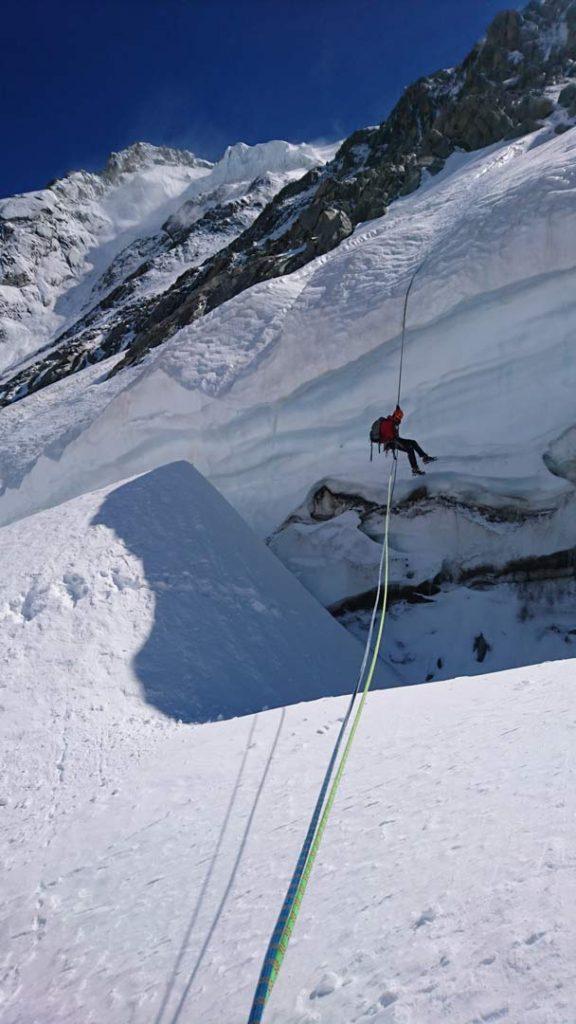 Abseil over bergschrunden. Foto: Mathias Pape.