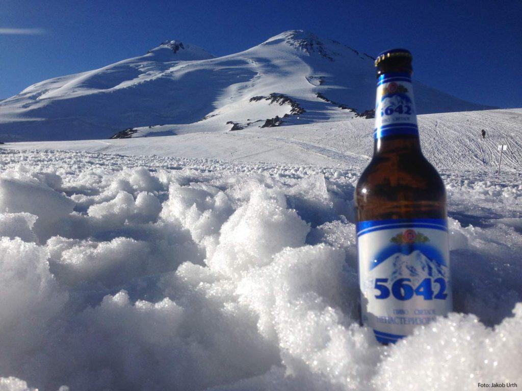 En kold øl er altid på programmet efter en vellykket bestigning. Foto: Jakob Urth.