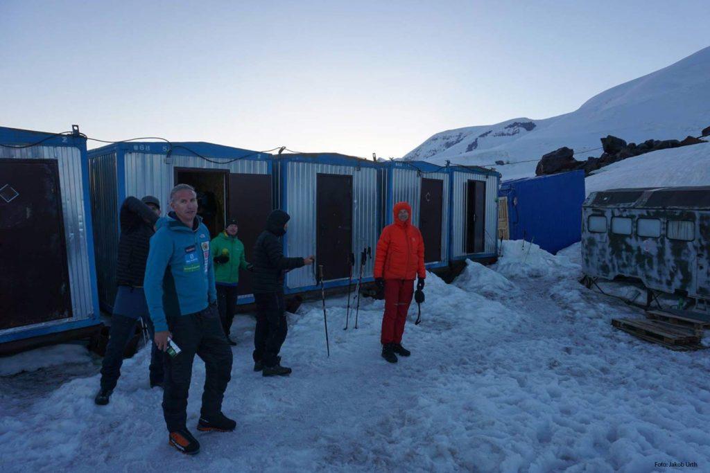 Base camp-stemning inden en Elbrus-bestigning. Foto: Jakob Urth.