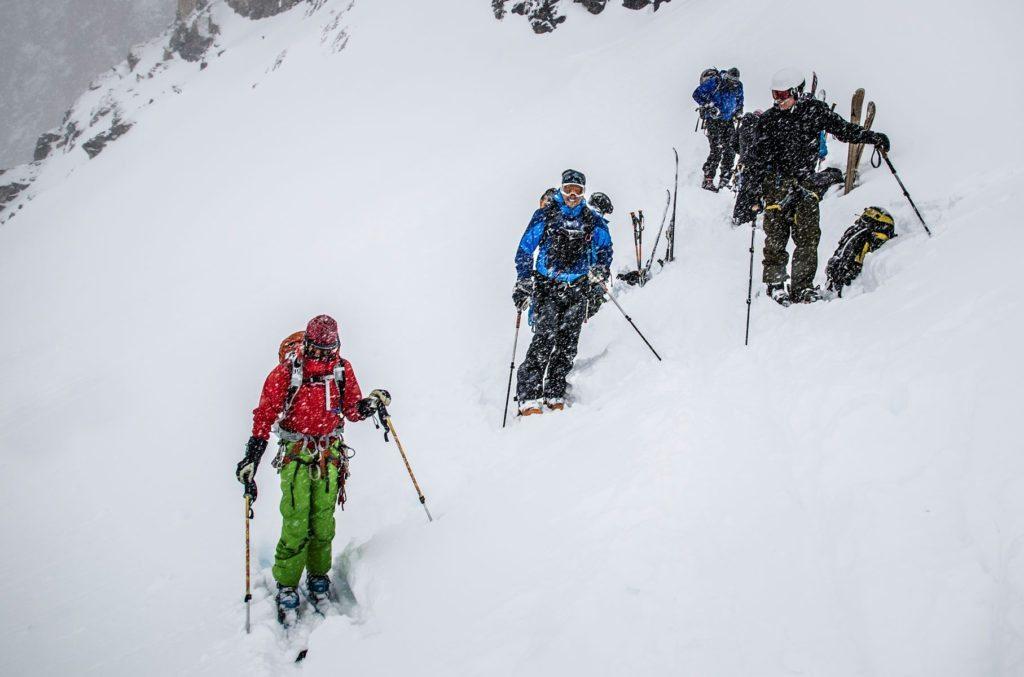 En kold, blæsende dag på ski, er en af de situationer hvor skaljakken gerne er på kroppen og ikke i tasken! Foto: Camilla Hylleberg