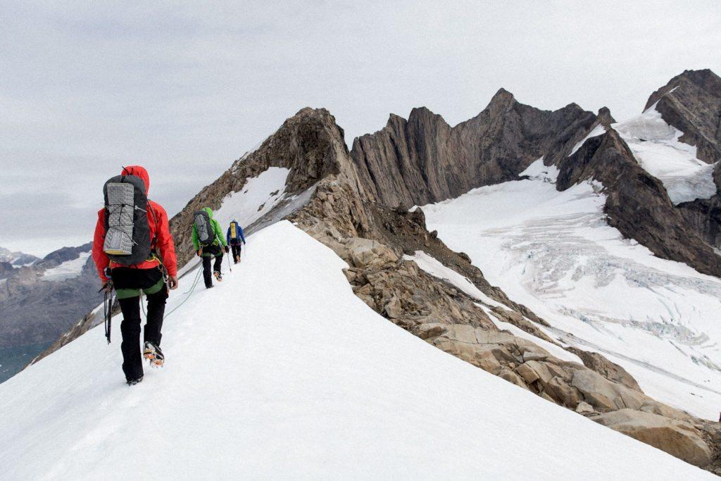 Alpinklatring i Grønland og 3x Alpha FL på række. Foto: Arc'teryx.