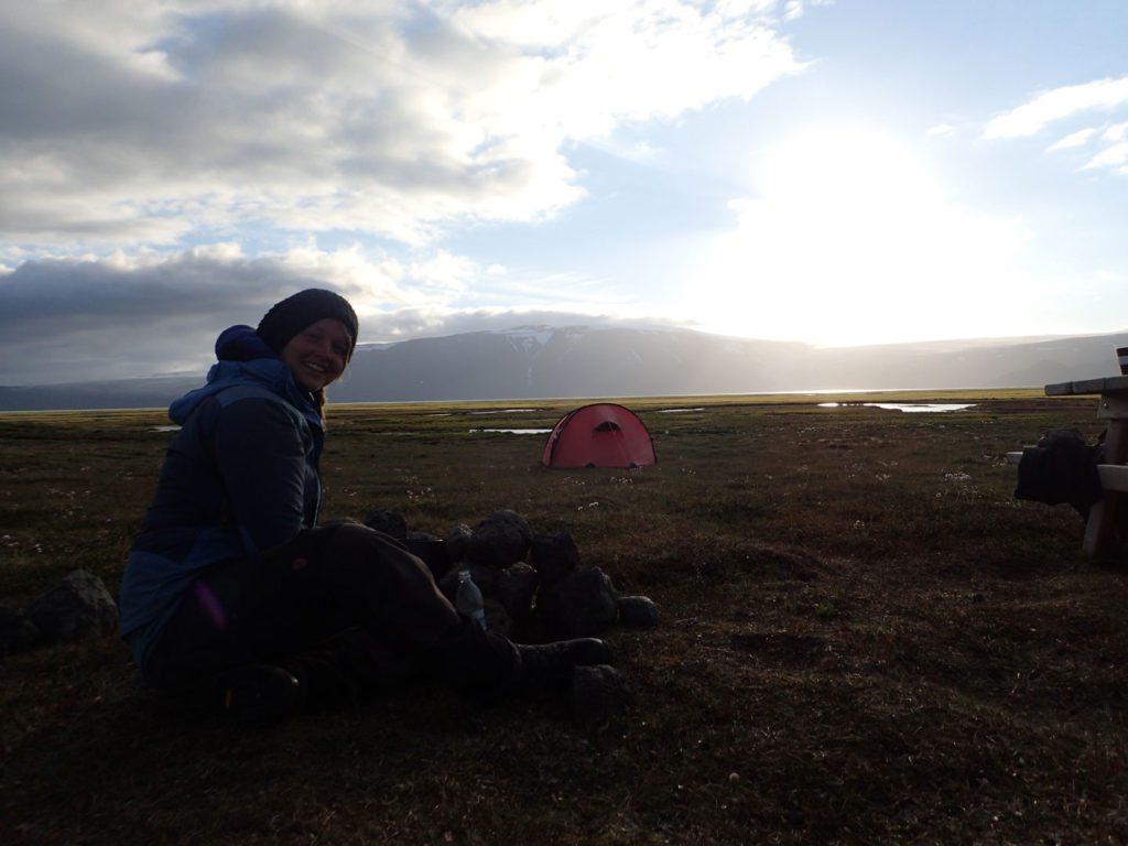 Aline og hendes Hilleberg Nammatj 3GT ved Hveravellir, Island. Foto: Aline Boer.