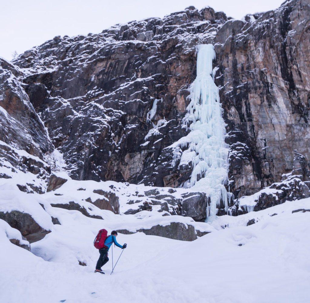 Mikkel på vej mod Repentance Super, WI6 i Italien, Cogne. Vores hovedprojekt i vintersæsonen. 100m lodret is efterfulgt af 120m nemmere is.