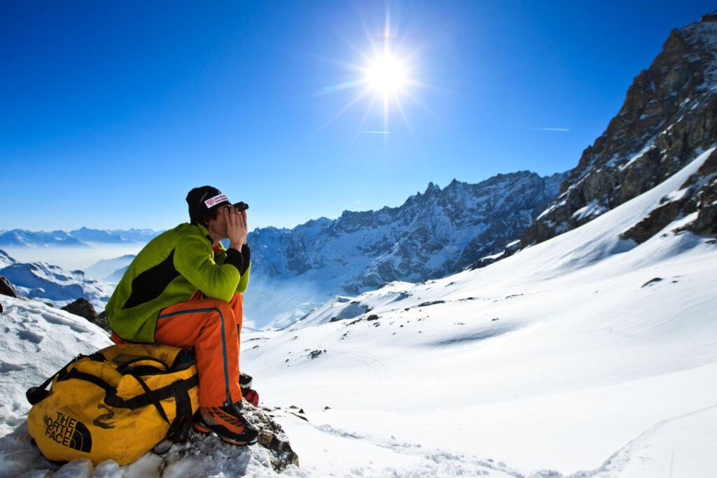 Vi håber, du fik noget ud af at læse denne guide, men hvis du stadig er i tvivl, om du skal investere i vandrerygsæk fremfor en rejserygsæk, en rulletaske eller en duffelbag, som Base Camp Duffel fra The North Face (på billedet), så opfordrer vi dig til at læse vores 'Guide til vandrerygsække'