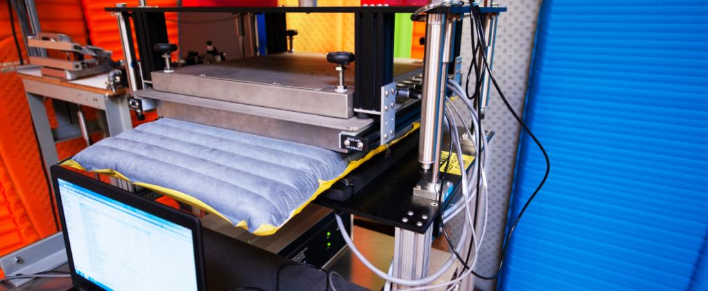 Liggeunderlag testet efter ASTM-metoden. Kilde: Therm-A-Rest